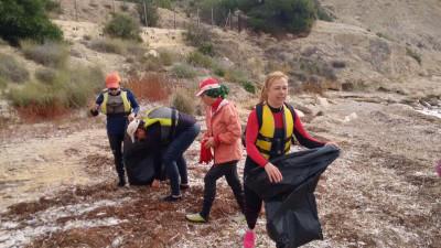 Jornada de limpieza de la costa con la sección de Kayak Mirita