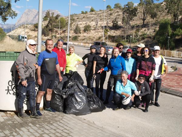 Voluntarios del Club Náutico La Vila
