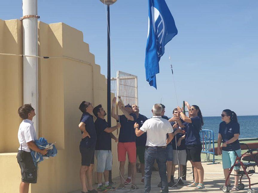 El CN La Vila Joiosa celebra el Carmen con la izada de Bandera Azul 2020